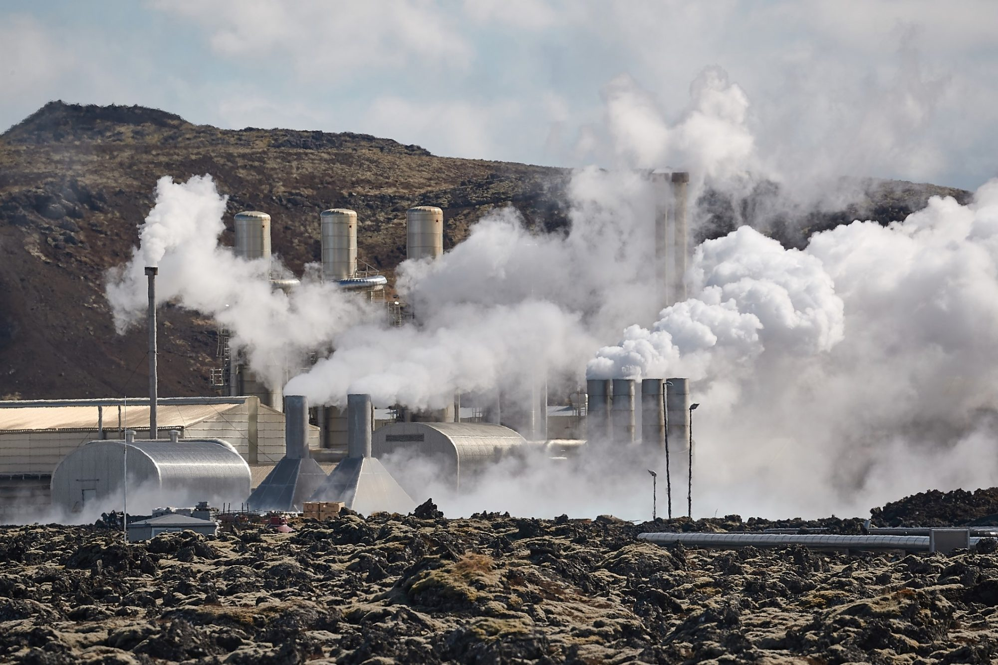 Silica and scaling problems in geothermal power plants
